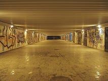 地铁隧道在夜 免版税库存图片
