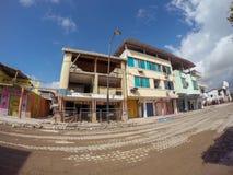 地震严厉地损坏的海岸村庄,厄瓜多尔 免版税库存图片