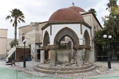 地震崩溃了Kos海岛的清真寺中心 免版税库存图片