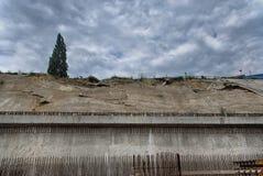 地震-混凝土墙是折叠 库存照片