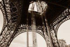 从地面的埃佛尔铁塔 库存图片