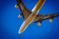 从地面的飞机 库存图片