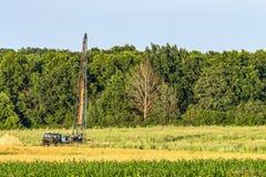 地质勘测的钻井架 免版税库存图片
