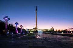 均匀照明在Poklonnaya的Gora胜利公园 莫斯科 俄国 免版税库存图片
