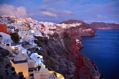 均匀照明的Oia村庄,圣托里尼海岛,希腊 库存照片