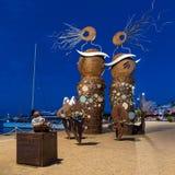 坎布里尔斯,西班牙- 2017年9月16日:城市和现代雕塑`的堤防的看法美人鱼` 免版税库存照片