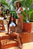 坎昆,墨西哥- 5月05 :外面模型姿势为白色T恤杉项目 图库摄影