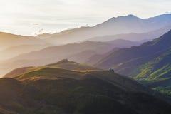 坎特伯雷Beauriful小山在汗默附近的反弹在日落,新 免版税图库摄影