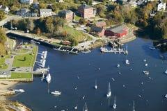坎登港口鸟瞰图在坎登,缅因 免版税库存图片