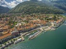 坎诺比奥由LAGO MAGGIORE的口岸都市风景 多数秀丽目的地在意大利 空中寄生虫照片 免版税库存图片
