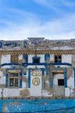 破坏和街道画在西班牙语人聚居的区域El Cabayal,巴伦西亚,西班牙盖了大厦 库存图片