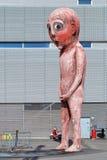坏坏男孩雕塑在赫尔辛基,芬兰 免版税库存图片