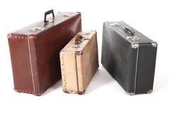 坏的多灰尘的查出的老手提箱三 库存图片
