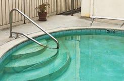 肮脏的游泳池 库存照片 图片 39475275