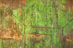 坏的绿色金属老被绘的铁锈 免版税库存图片