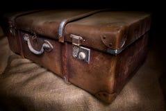坏的老手提箱 免版税图库摄影