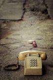 坏的老电话 免版税图库摄影