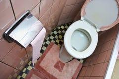 坏的洗手间 免版税库存照片