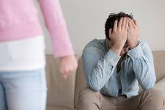 破坏,离开的妇女,让被抛弃的男朋友烦恼,结束关于 免版税库存图片