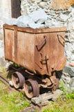 坏Gastein,奥地利- 2017年6月09日:在前面的老矿用汽车 免版税图库摄影