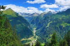坏Gastein, Tauerntunnel,从Stubnerkogel到坏Gastein,缆索铁路,奥地利的方式 免版税图库摄影