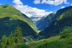 坏Gastein, Tauerntunnel,从Stubnerkogel到坏Gastein,缆索铁路,奥地利的方式 免版税库存照片
