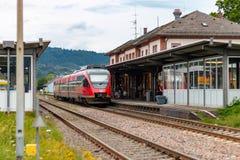 """坏SÃ """"CKINGEN,德国- 2018年7月21日:到达的德国火车在 库存图片"""