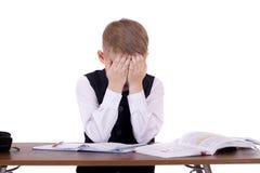 坐在书桌的十年高中学生 免版税库存照片