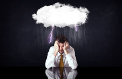 坐在云彩下的沮丧的商人 图库摄影