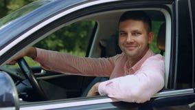 坐在他新的汽车的微笑的人买家画象  影视素材