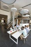坐在会议室的买卖人在见面期间在办公室 图库摄影