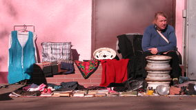 坐在傲德萨,乌克兰的妇女 免版税库存图片