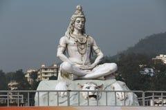 坐在凝思的印度神希瓦雕塑 库存图片