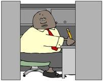 坐在办公室小卧室的乏味种族工作者 库存例证