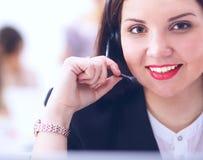 坐在办公室的顾客服务代理的特写镜头画象 免版税库存照片