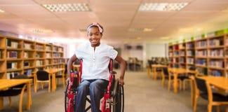 坐在学校走廊的轮椅的女孩的综合图象 免版税库存图片