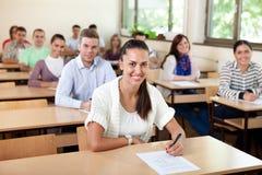 坐在教室的学生 图库摄影