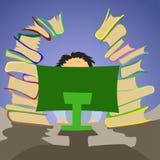 坐在有很多书的个人计算机的办公室工作者 免版税库存图片