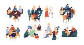 坐在桌上和打委员会或桌面比赛的滑稽的微笑的人民的汇集 家庭娱乐活动为 皇族释放例证