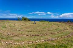 坐在毛伊迷宫的人 图库摄影