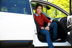 坐在汽车的亚裔人 库存图片