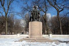 坐在雪的林肯 免版税库存照片
