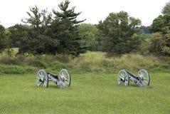坐在领域的大炮 免版税图库摄影