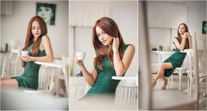 坐在餐馆的绿色礼服的时兴的可爱的少妇 在典雅的风景的美丽的红头发人与一杯咖啡 免版税库存照片
