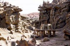 坐在幻想峡谷的圆的被风化的长凳在犹他 免版税图库摄影