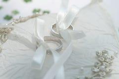 坐垫敲响婚礼 免版税图库摄影