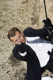 坐式下降法和瞄准枪的间谍 免版税图库摄影