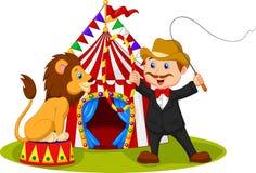坐有马戏场帐篷背景的动画片狮子 免版税库存图片