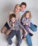 坐的家庭 免版税库存照片