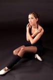 坐的芭蕾舞女演员 库存照片